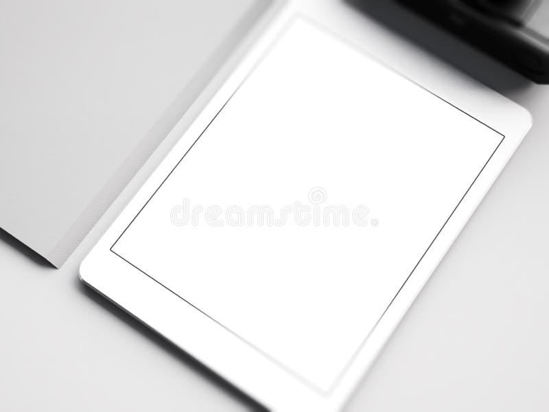 Zombe acima da tabuleta branca no espaço de trabalho 3d imagem de stock royalty free