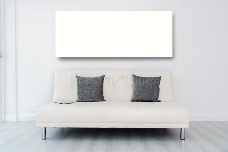 Zombe acima do andTablet branco do quadro da exposição no branco fotografia de stock