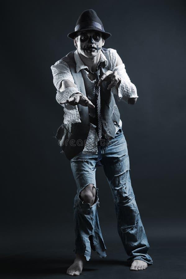 Zombie, der zu Ihnen erreicht stockbilder