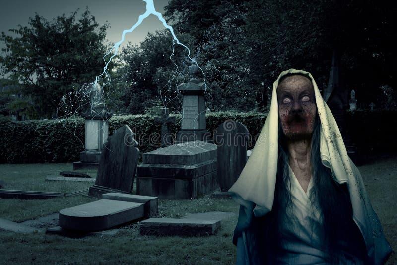 Zombie-Friedhofs-Geist mit Beleuchtung stockbild