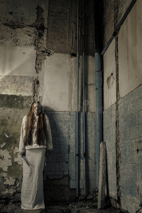 Free Zombie Girl With Loong Hair Holding Knife Royalty Free Stock Photography - 26898507