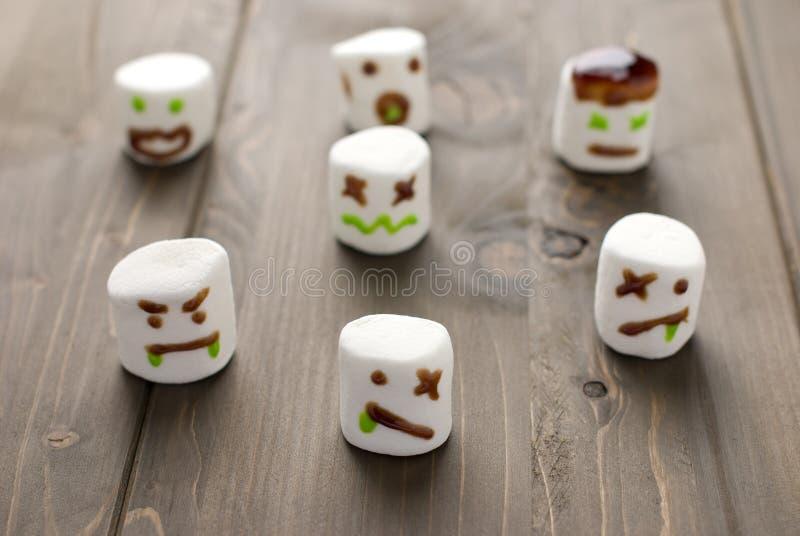 Zombis do marshmallow de Halloween fotografia de stock