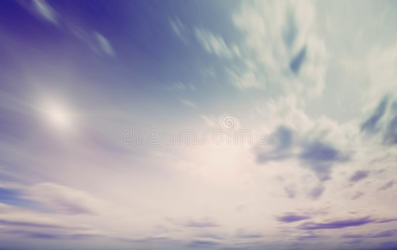 Zomerhemel en wolken natuurlijke achtergrond stock fotografie