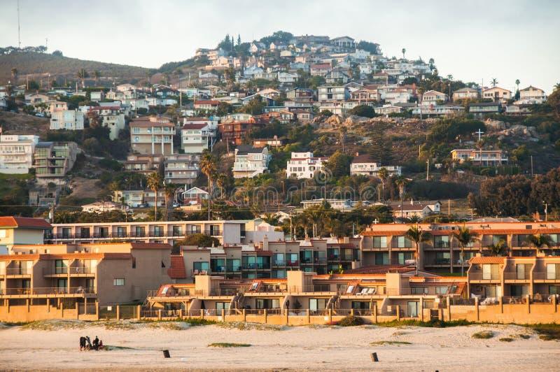 Zon die op Pismo-strandpijler plaatsen royalty-vrije stock foto's
