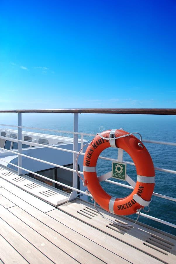 Zon-doorweekt dek van Queen Mary 2 royalty-vrije stock afbeeldingen