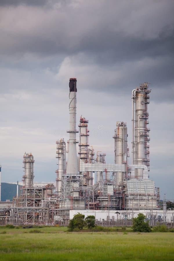 Zon för bransch för form för oljeraffinaderiväxt royaltyfria foton