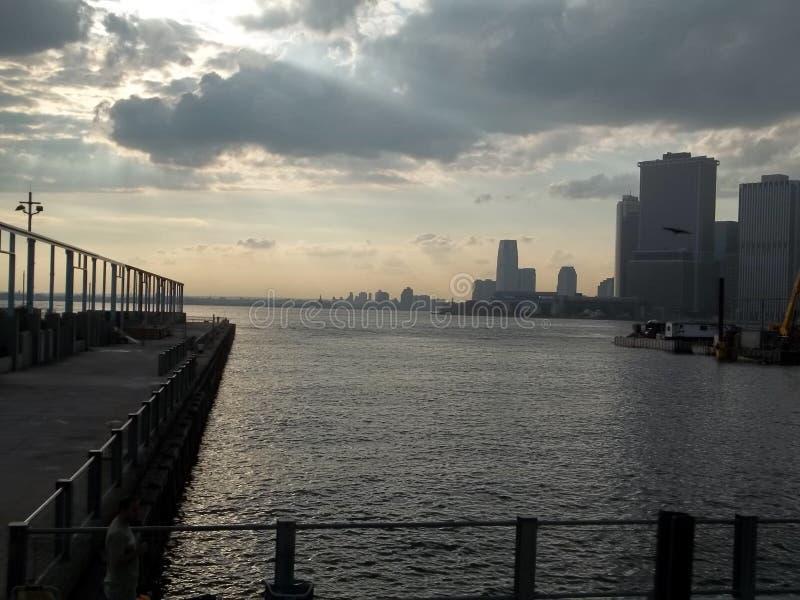 Zon het Een hoogtepunt bereiken op New York stock fotografie