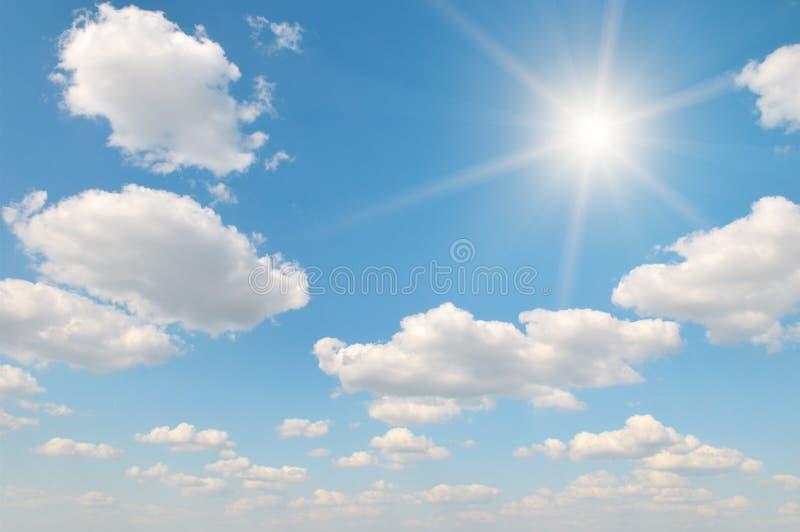 Zon op blauwe hemel royalty-vrije stock afbeeldingen