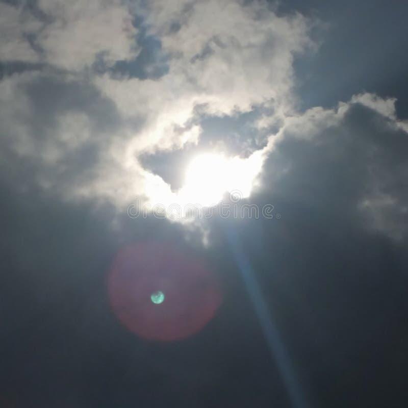 zon & wolk royalty-vrije stock afbeelding