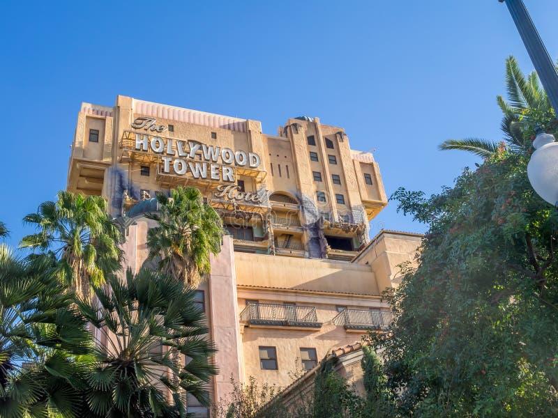 Zona crepuscular: Paseo del hotel de la torre de Hollywood en Disney fotos de archivo