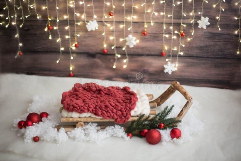 Zona da foto do Natal Decoração do Natal Neve artificial imagem de stock royalty free