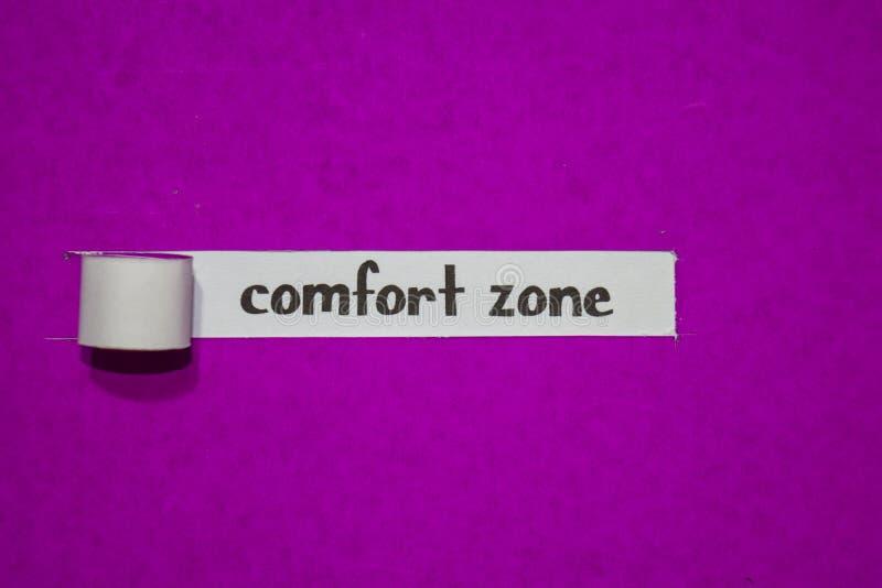 Zona de conforto, conceito da inspiração, da motivação e do negócio no papel rasgado roxo imagem de stock royalty free
