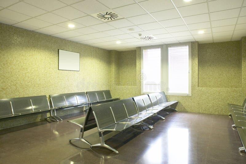 Zona de espera del edificio p?blico Interior del centro de salud nadie fotografía de archivo