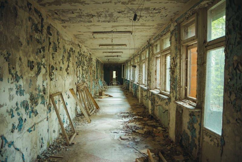 Zona de exclusión de Chornobyl Zona radiactiva en la ciudad de Pripyat - pueblo fantasma abandonado Historia de Chernóbil de la c fotos de archivo