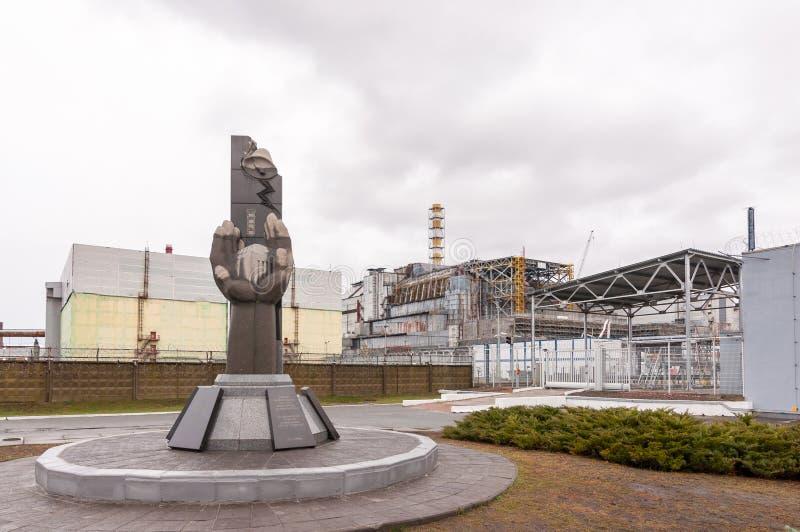 Zona de exclusión de Chernóbil, Ucrania opinión sobre unidad de generación de cuarto poder Resquers memorian cerca de la central  imagen de archivo libre de regalías