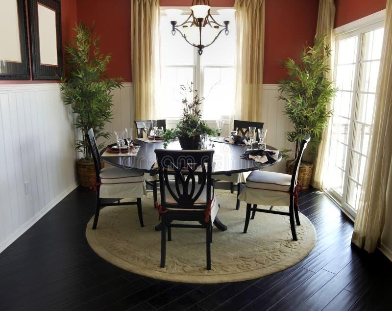 Zona di tabella pranzante di bella casa fotografia stock libera da diritti