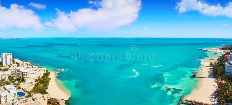 Zona do hotel da opinião aérea de Cancun de México imagens de stock royalty free