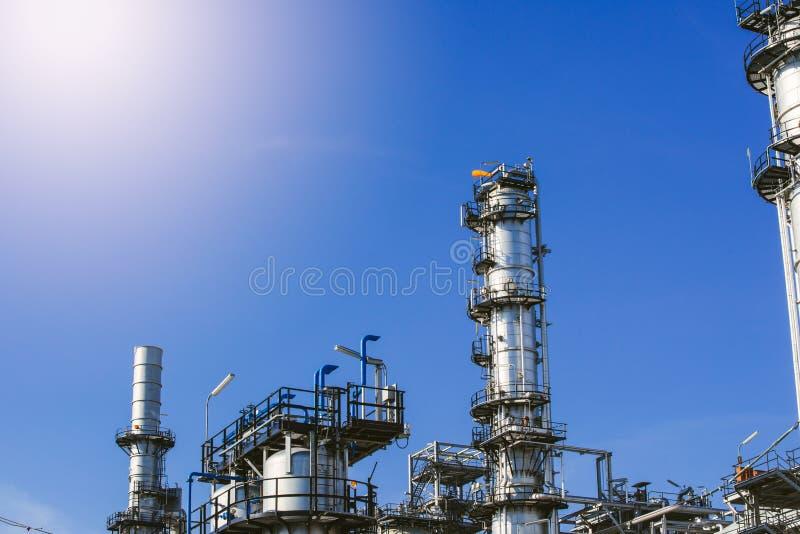 Zona industrial, refinería de petróleo, oleoducto imágenes de archivo libres de regalías