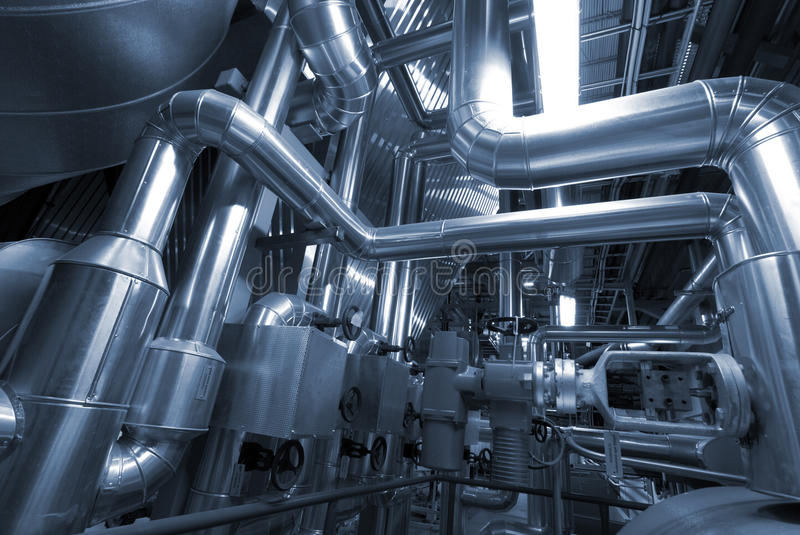Zona industriale, condutture d'acciaio nei toni blu fotografia stock libera da diritti
