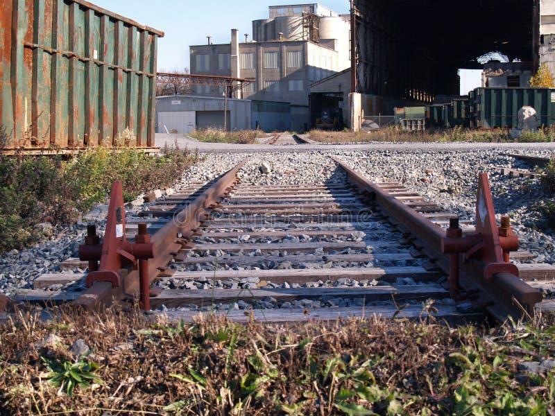 Zona industriale delle vecchie piste immagine stock