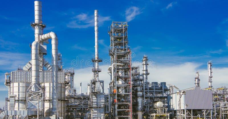 Zona industriale, raffineria di petrolio, oleodotto fotografia stock