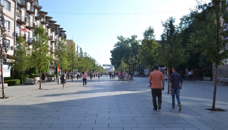Zona pedonale in Prishtina, il Kosovo fotografie stock libere da diritti