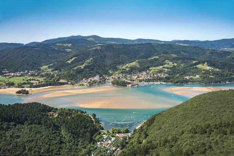 Zona protetta naturale nel Nord della Spagna conosciuto come la riserva di biosfera del urdaibai fotografie stock libere da diritti