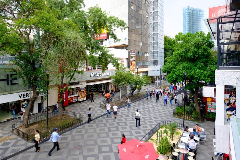 Zona Rosa, μια δονούμενη κοσμοπολίτικη γειτονιά στην Πόλη του Μεξικού στοκ φωτογραφίες