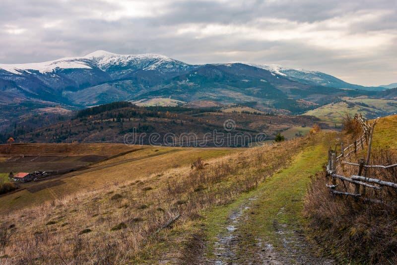 Zona rural cárpata en noviembre imágenes de archivo libres de regalías