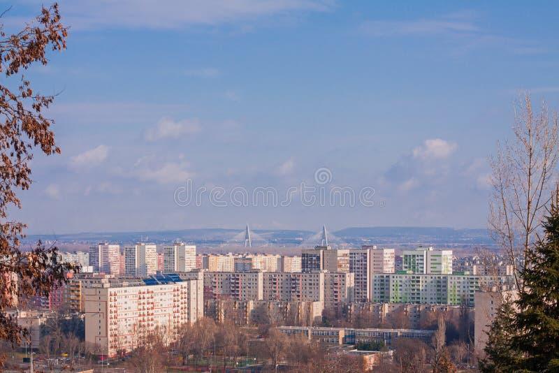 Zona urbana de la ciudad de Budapest con las casas residenciales coloridas foto de archivo libre de regalías