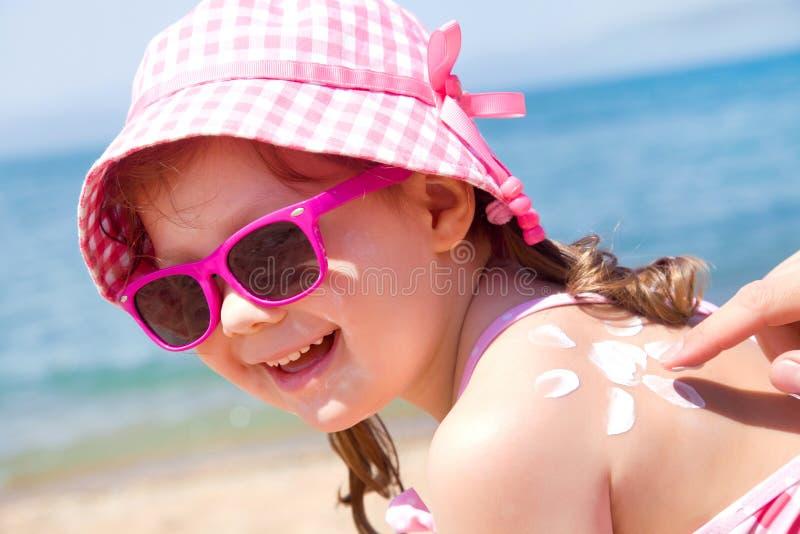 Download Zonbescherming stock afbeelding. Afbeelding bestaande uit familie - 39101319