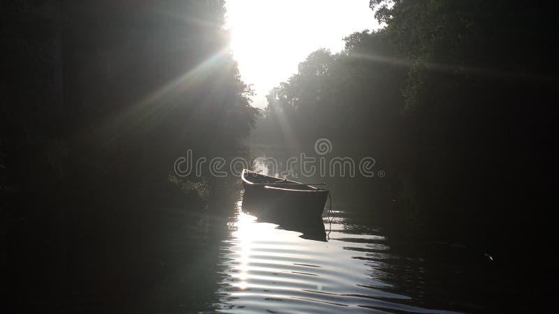 Zondag in de rivier stock afbeeldingen