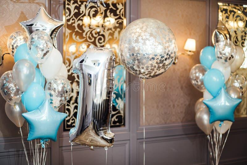 Zone d'anniversaire ou de photo d'anniversaire avec blanc, bleu et transpar photographie stock