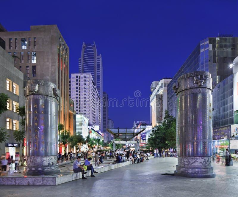 Zone d'atelier de Nan Ping Jie au crépuscule, Kunming, Chine photos stock