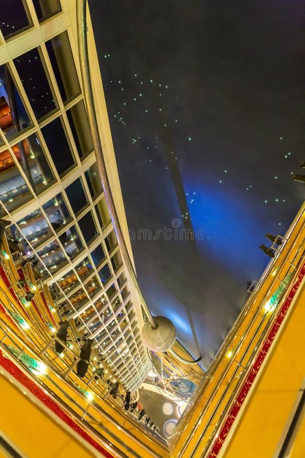 Download Zone D'entrée De Réception Dans L'hôtel Luxueux, Dubaï, EAU Photo stock éditorial - Image du luxueux, inside: 77157538