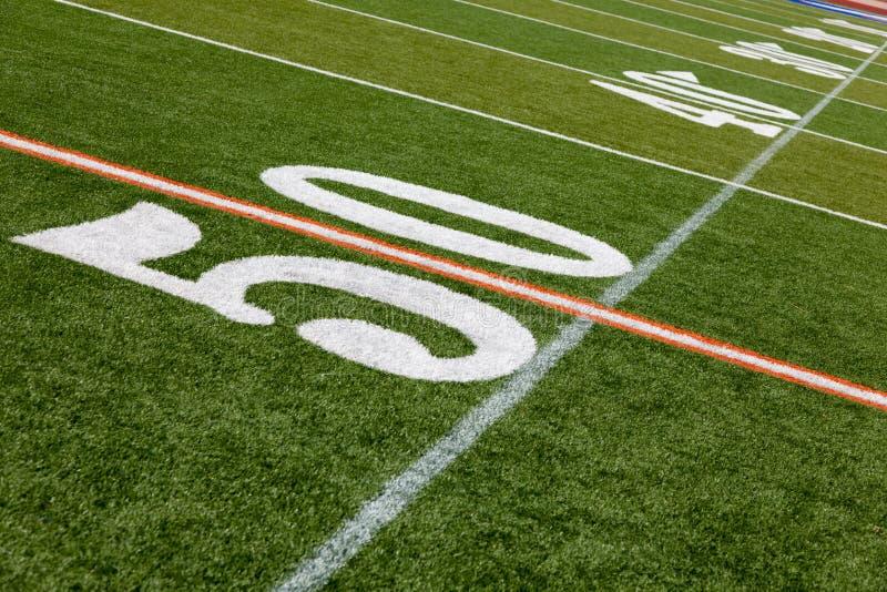 Zone de football américain - ligne du yard 50 photographie stock libre de droits