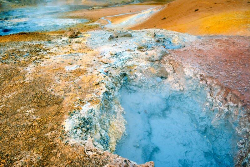 Zone de fumerolle dans Namafjall, Islande image libre de droits