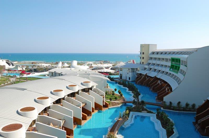 Zone de piscine à l'hôtel turc de luxe photos stock