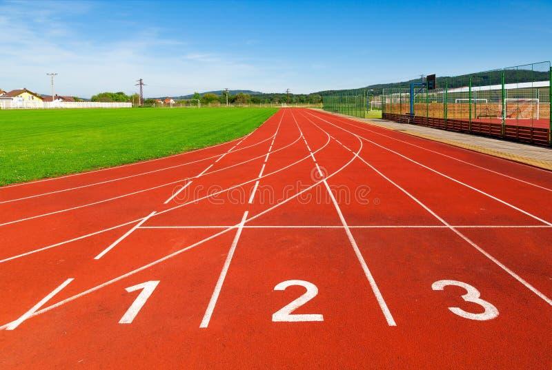 Zone de sports avec le gazon synthétique et différentes les inscriptions, utilisés dans les sports image stock
