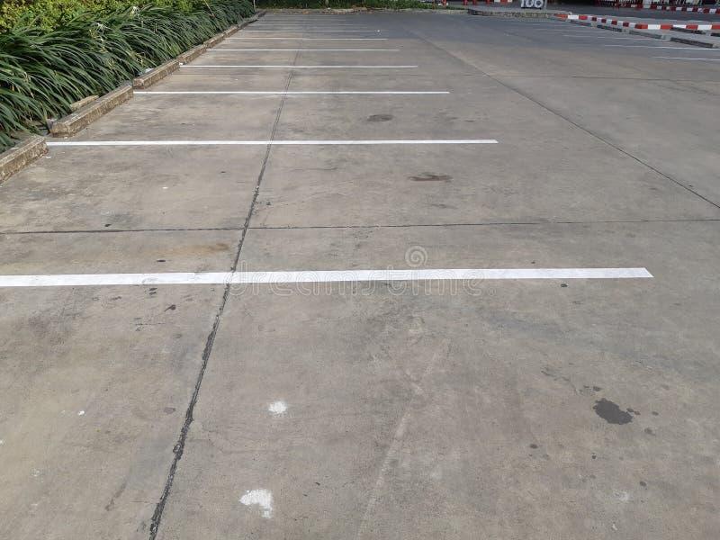 Zone de stationnement ext?rieure , Stationnement vide de l'espace photos libres de droits