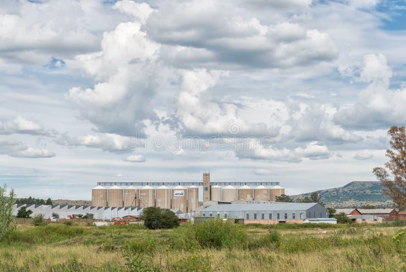 Zone industrielle à Dundee avec des silos de grain, des entrepôts et le facto photos libres de droits