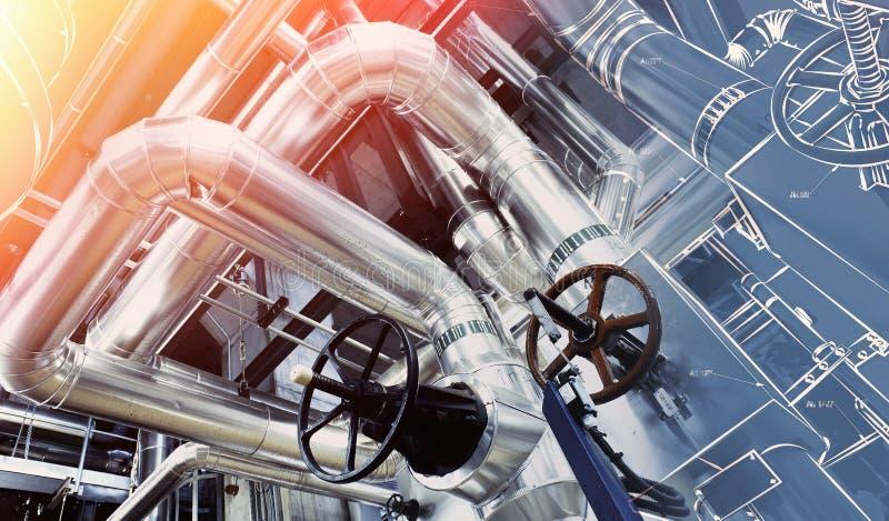 Zone industrielle, canalisations en acier et câbles dans des tons bleus photographie stock