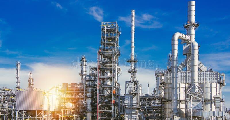 Zone industrielle, raffinerie de pétrole, oléoduc images stock