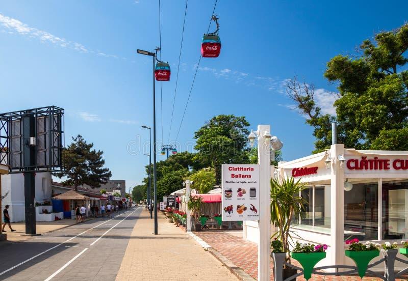 Zone piétonnière dans Mamaia, station de vacances populaire dans Constanta par la Mer Noire photos stock