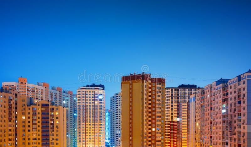 Zone residenziali alla notte, Kiev fotografie stock