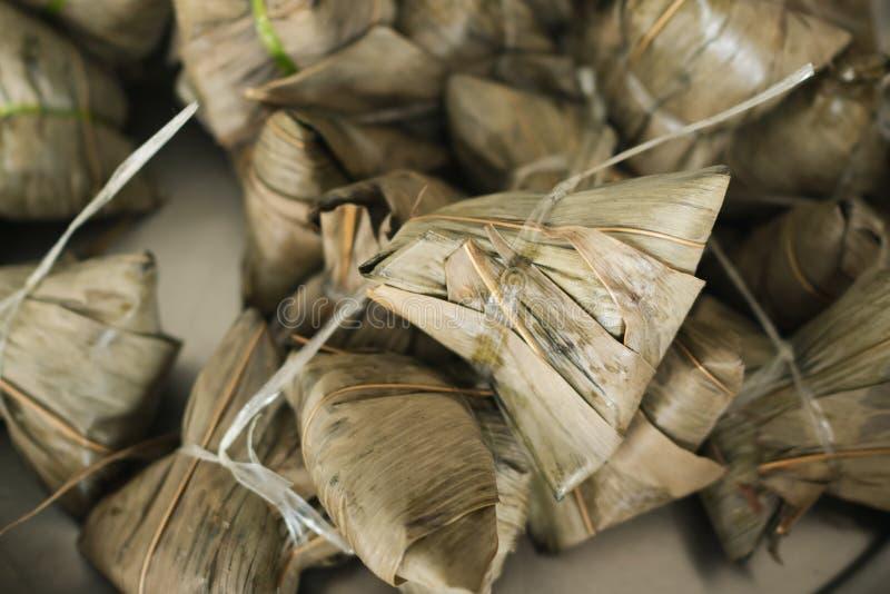 Zongzi o bola de masa hervida china del arroz pegajoso fotos de archivo