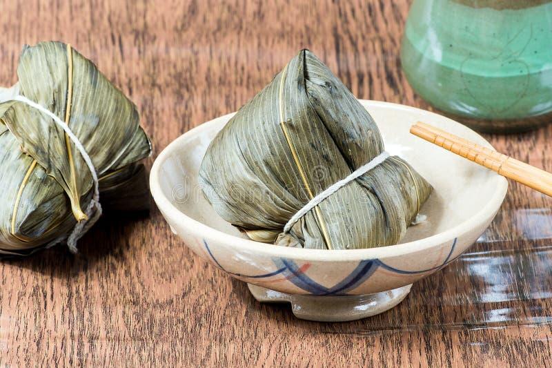 Zongzi o bola de masa hervida del arroz pegajoso fotografía de archivo libre de regalías
