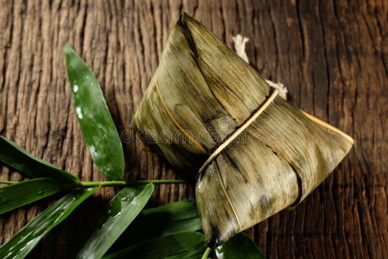 Zongzi o gnocchi del riso appiccicoso del cinese tradizionale immagine stock