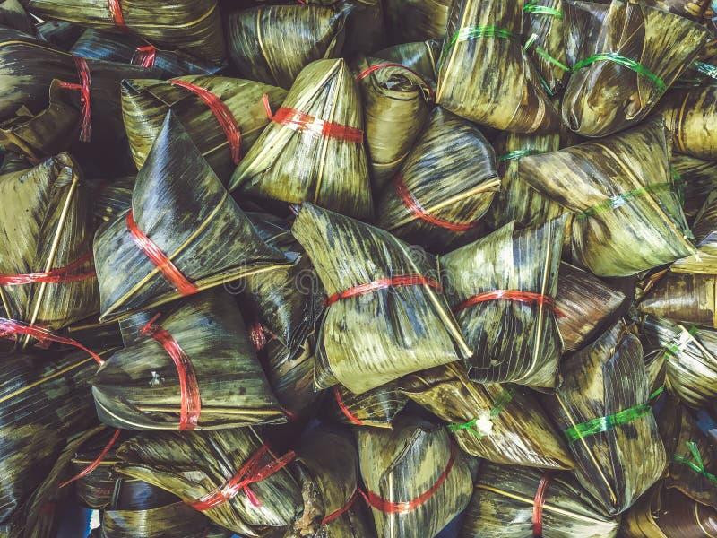 Zongzi tradicional chinês do alimento das bolinhas de massa do alimento do pacote imagens de stock royalty free