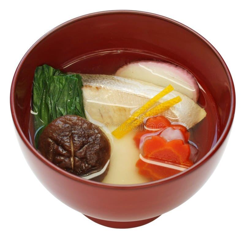 Zoni, de Japanse soep van de rijstcake stock afbeelding